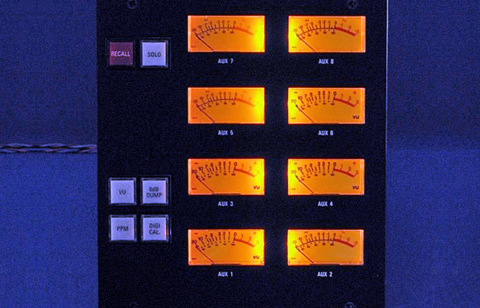 Neve V Series Yellow LED Illuminated Display